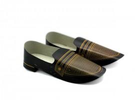 手工作品:黑色男装鞋